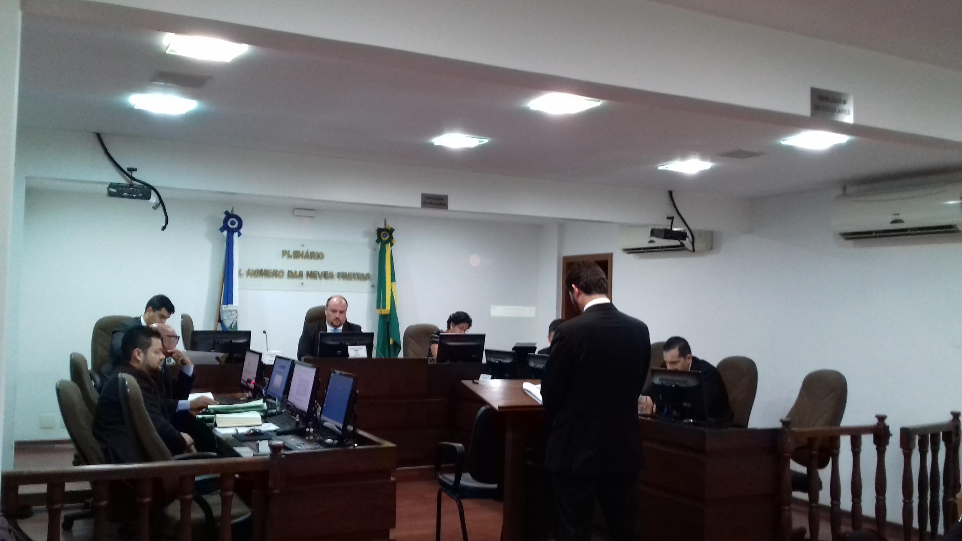René Simões é absolvido por declarações contra a arbitragem de Botafogo x Macaé