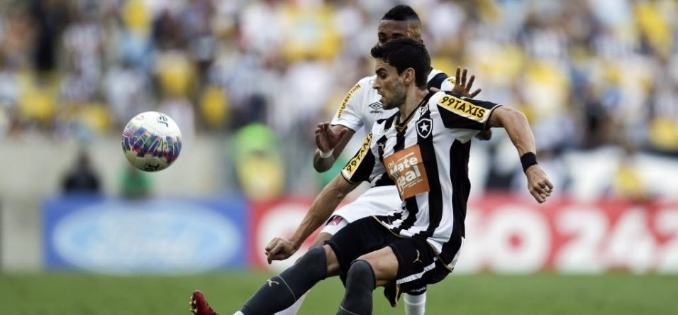 Rodrigo Pimpão é punido com um jogo, já cumprido em automática