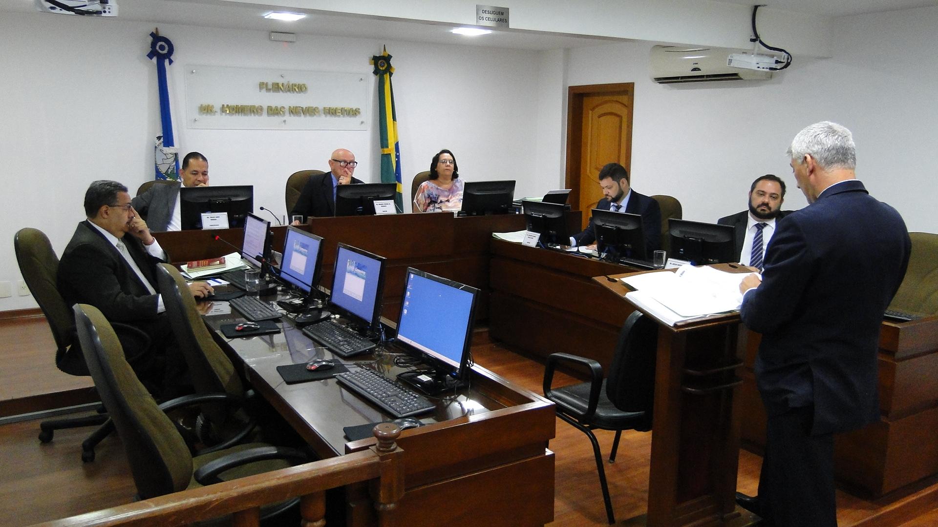 Paduano é multado em R$ 4 mil por atraso