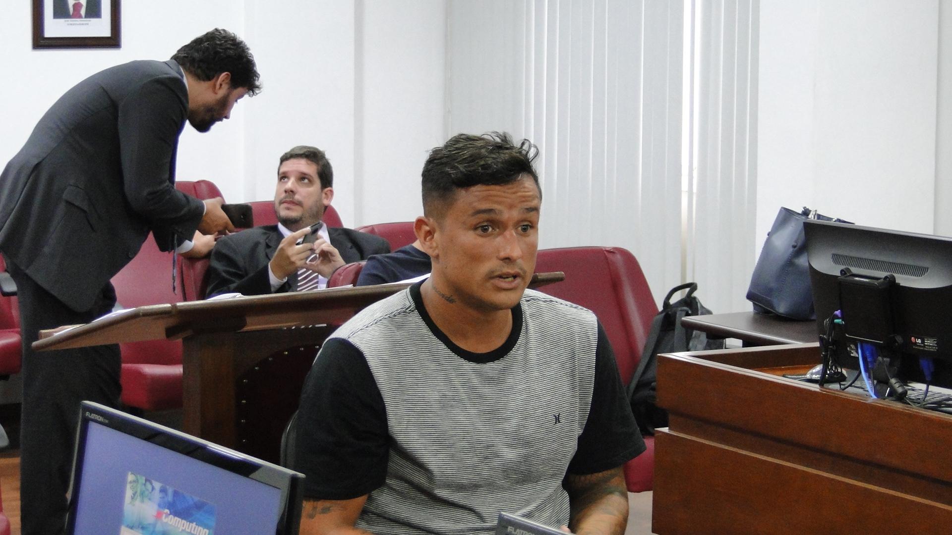 Edu e Marcos do Sul são punidos por confusão com delegado da partida