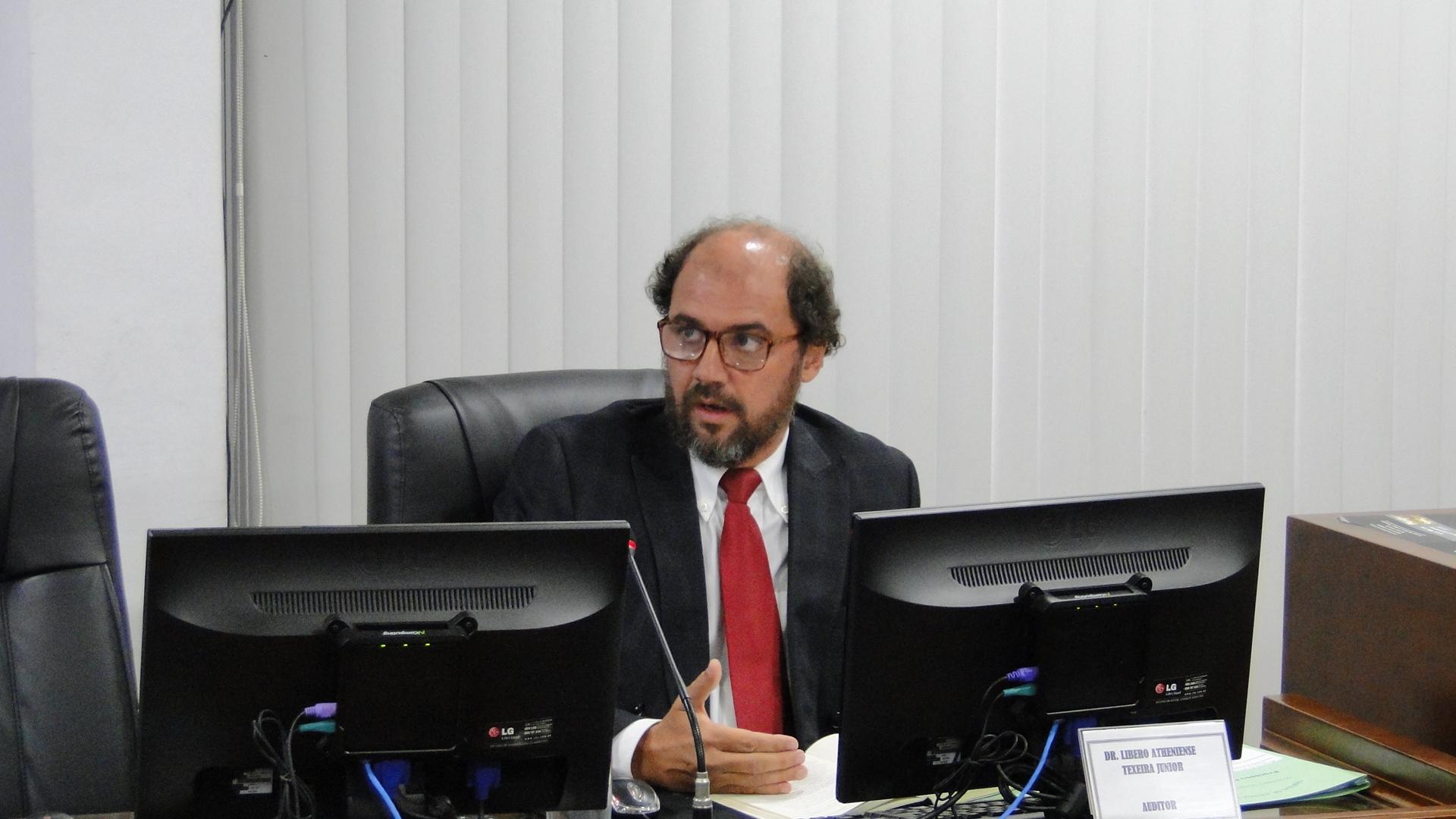 Comissão pune botafoguense Gilson por reclamação