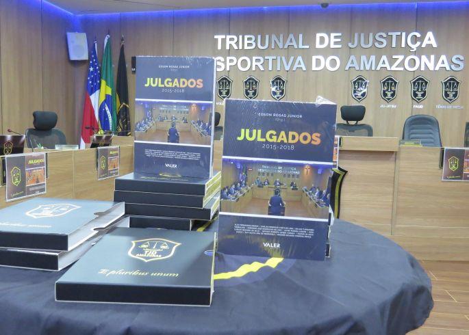 """TJD-AM lança livro """"Julgados"""", edição de 2015 a 2018"""